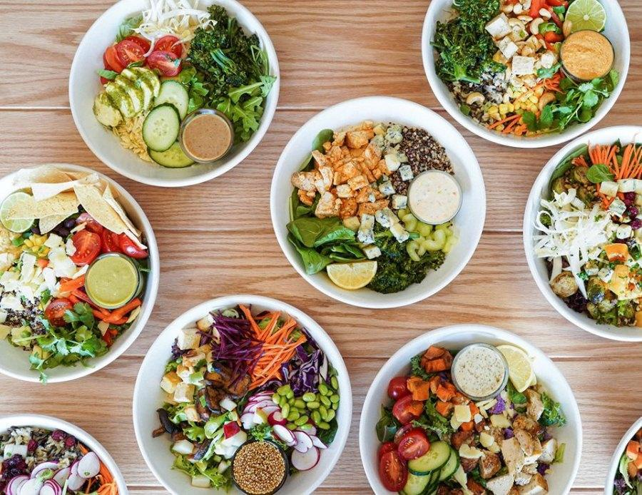 Les restaurants qui offrent des options pour emporter et la livraison